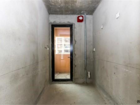 合景峰汇8期,89平通透边户,全新毛坯房, 仅售185万.