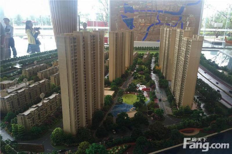 园区东 精装修 地铁口 挑高复式公寓 买一层得两层低首付